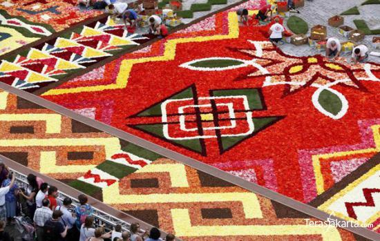 Karpet Raksasa dari Bunga 002